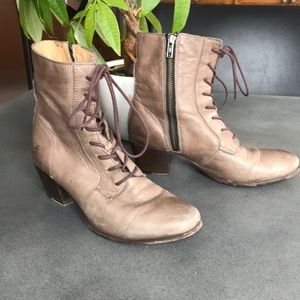 FRYE Carson ankle boots leather in taupe
